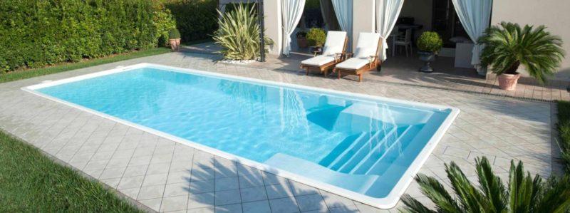 Тёплая вода в бассейне на даче