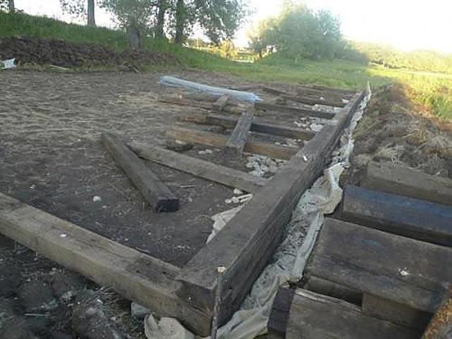 Фундамент своими руками из деревянных шпал 67