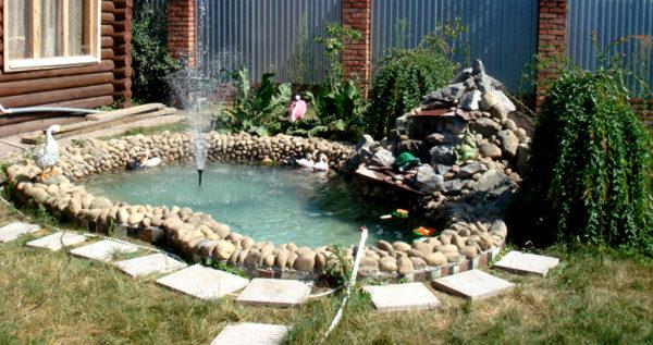 каменный водоем