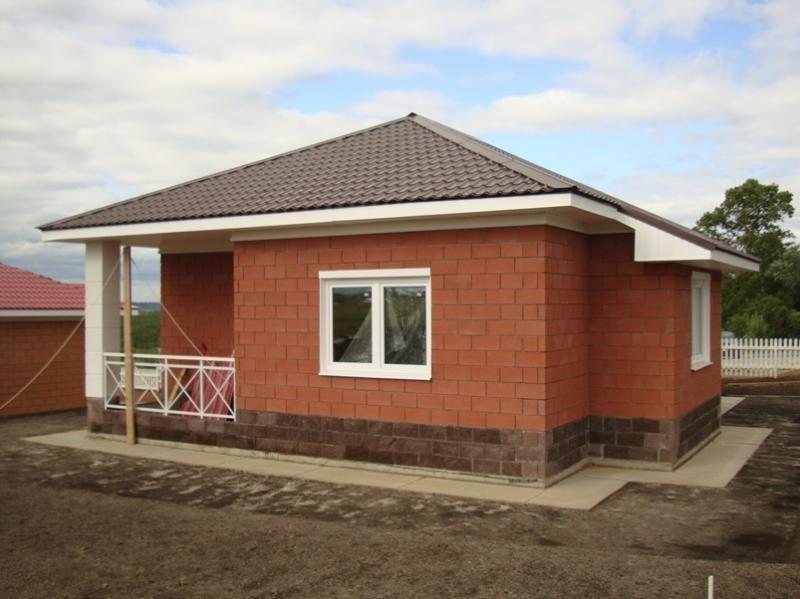 Дом из кирпича на садовом участке