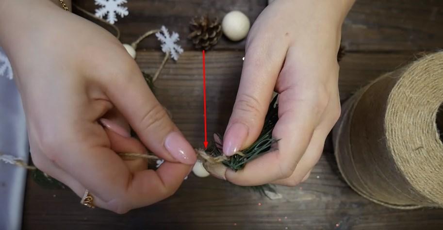 завязываем узелки с двух сторон бусины