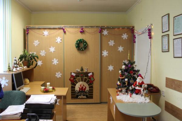 Снежинки на стенах и мебели