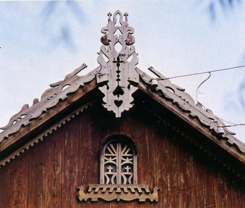 Виды резного конька крыши колодца фото