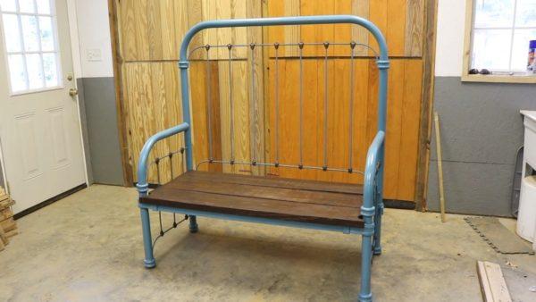 Скамейки из металлической кровати