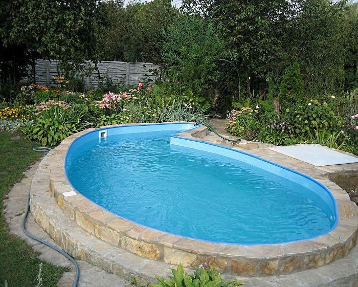 бассейн в саду