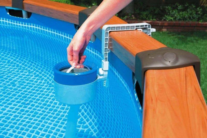 Для очистки бассейна скиммер