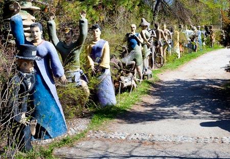 алея из скульптур