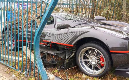 автомобиль поломал забор