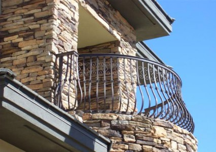 балкон из кованого металла