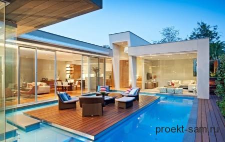 бассейн при входе в дом