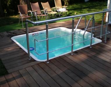 открытый бассейн на веранде