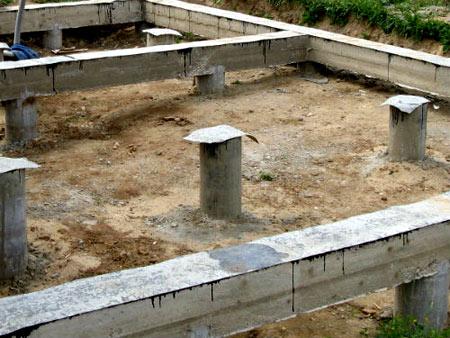 бетонные столбы фундамента