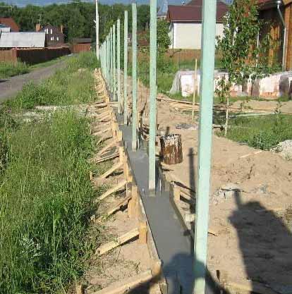 бетонирование столбиков заборов