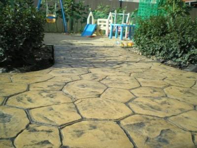 декорированная бетонная дорожка