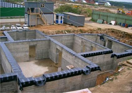 бетонный фундамент дома