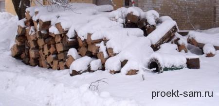 деревянный брус зимой