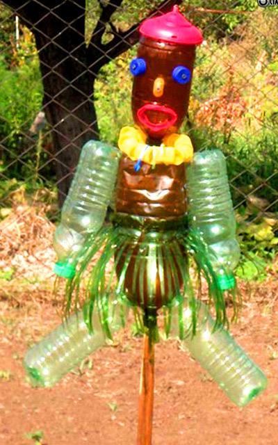 пластиковые бутылки пугало