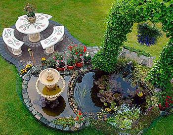 красивый дачный фонтан