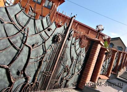 декоративные элементы ковки на железном заборе