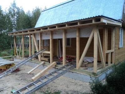 деревянный каркас пристройки к дому