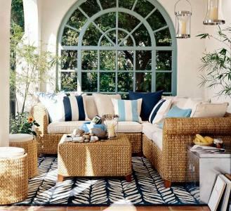 плетеный диван на террасе