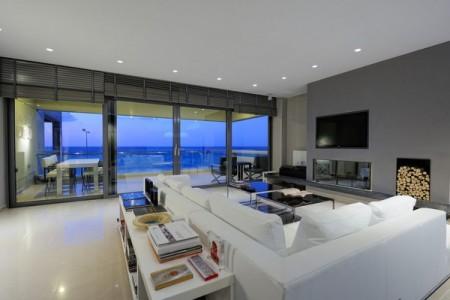 интерьер дома в стиле хай тек с большими окнами