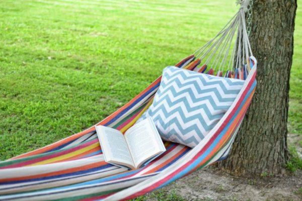 Лежак для отдыха на даче