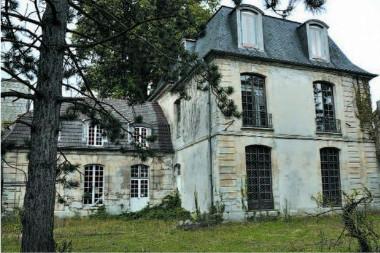 дом шато с французскими окнами