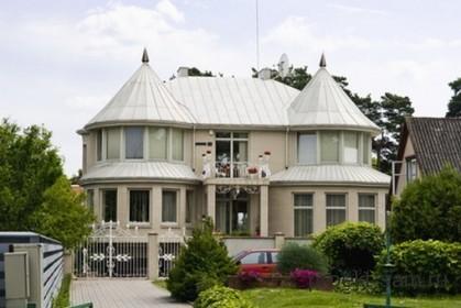 дом с конической крышей