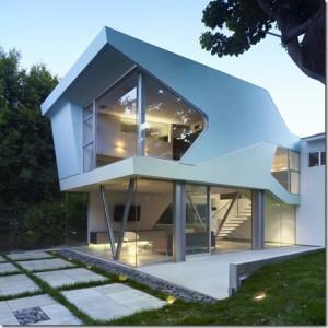 дом со стеклянным фасадом