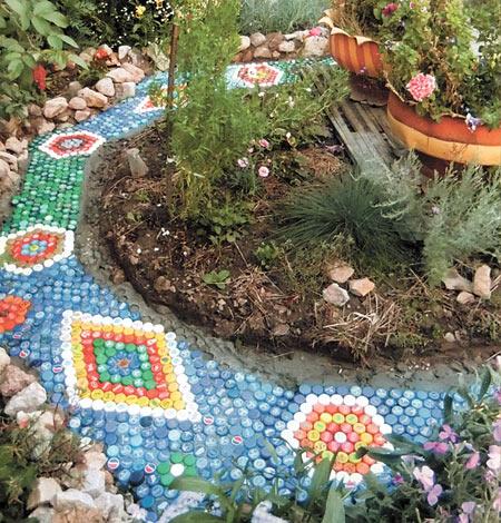 Поделки из пробок для сада и огорода 71