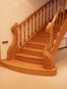 деревянная прямая лестница