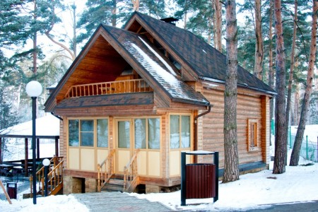 двухэтажный охотничий домик