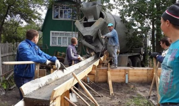 процесс бетонирования фундамента