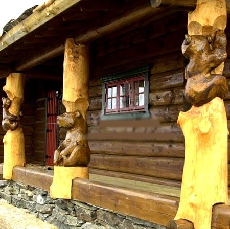 резные деревянные фигуры