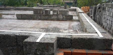 фундамент дома из арболита