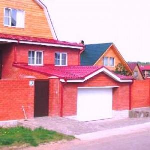 гараж из красного кирпича