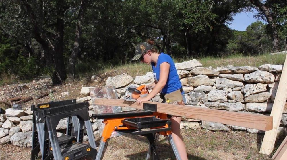 Распиловка деревянного бруса на стойки