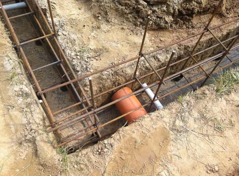 Труба в фундаменте дома