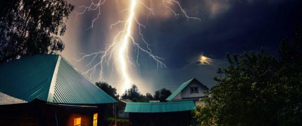 молния во время грозы