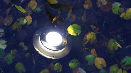 Светильник подводного типа