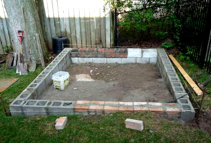 Готовый фундамент для сарая из блоков