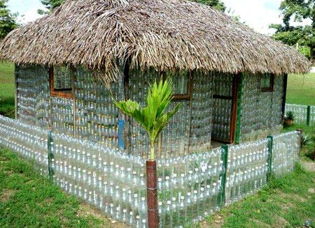 домик из бутылок