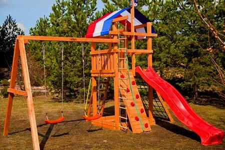 деревянная спортивная площадка
