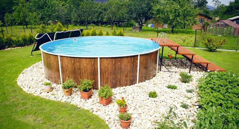 каркасный бассейн в саду