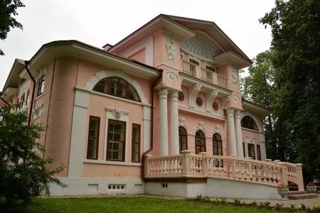 каменный дом в стиле классицизм