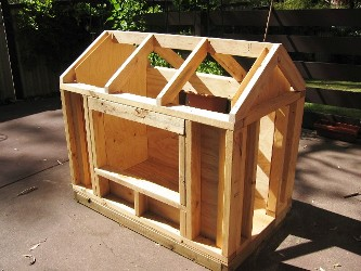 каркас деревянной будки для собаки