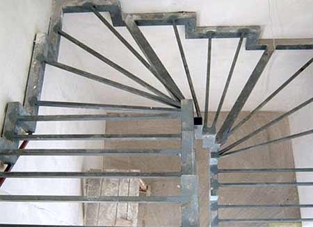 каркас забежной лестницы