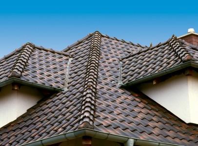 крыша дома из керамической черепицы