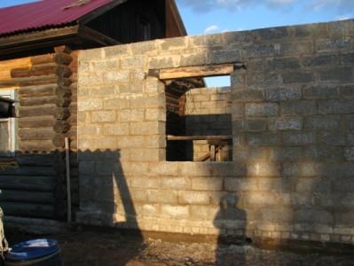 кирпичная пристройка к деревянному дому